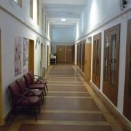 Intézeti folyosó