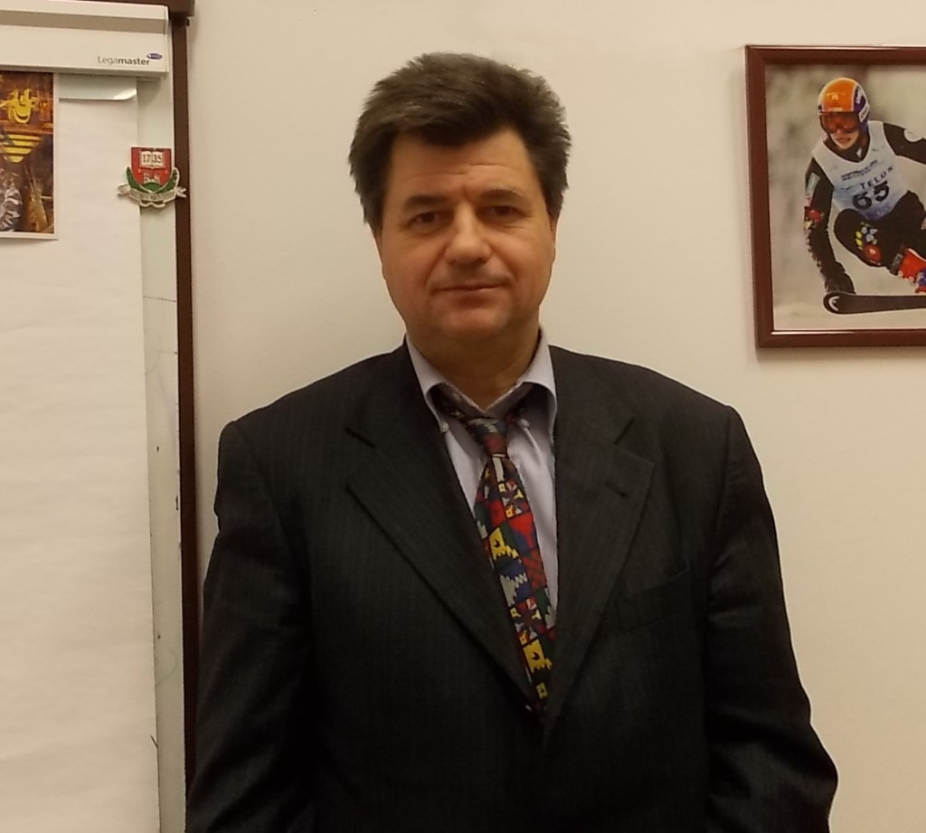 Prof. Dr. Kékesi Tamás, szakirányvezető.